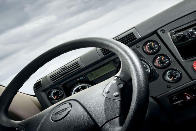 interior-steering-wheel-640x427.jpg