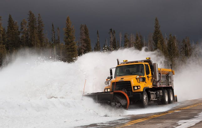 114sd-snow-plow-640x427.jpg